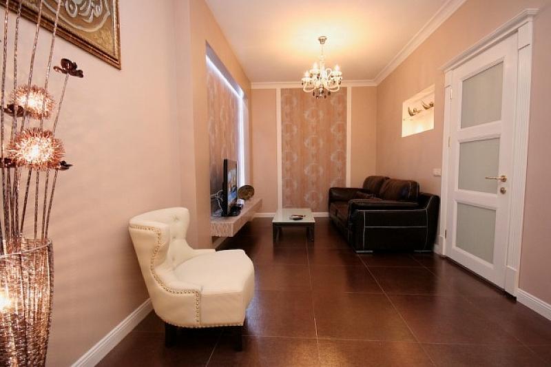 Luxury 2 Bedroom Apartment with XL Jakuzzi ID 84, Two Bedroom, Odessa